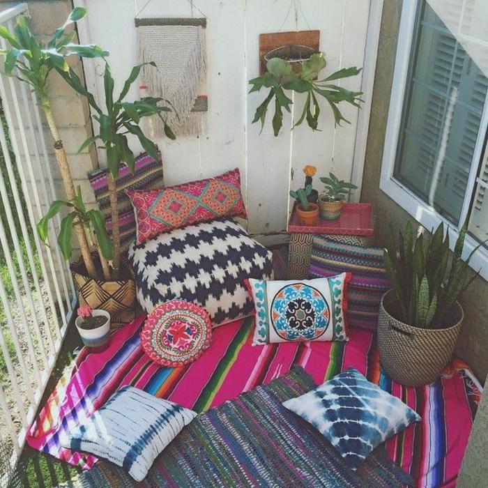 Meditationskissen-Pflanzen-Terasse-Blumentöpfe-indisches-Design