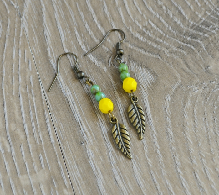 Metall-Ohrringe-Hippie-Boho-hängendes-Modell-Glasperlen-gelb-grün-Blätter-Anhänger
