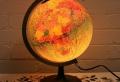Beleuchteter Globus – das Licht der Kenntnis