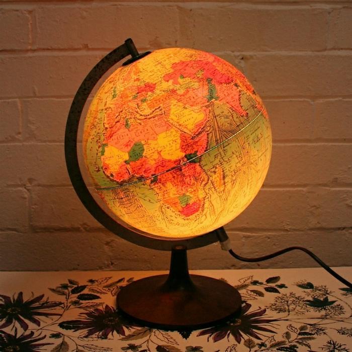 Nachttischlampe-beleuchteter-Globus-Kinderzimmer-Schlafzimmer