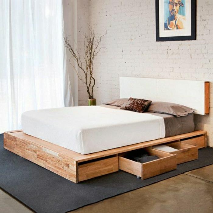 Plattform-Bett-Schubladen-Holz-Ziegelwände-weiße-Gardinen