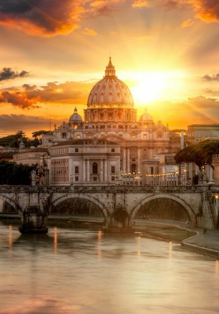 Rom-Italien-Sonnenuntergang-Brücke-Wasser