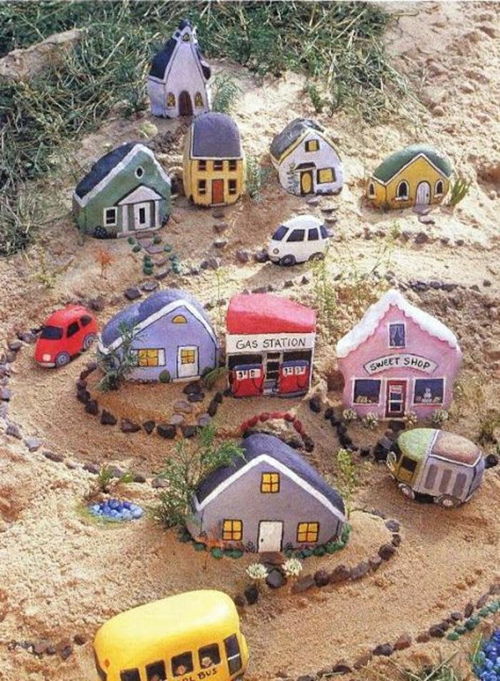 Sand-Dorf-Häuser-Bus-Autos-Steine-bemalt