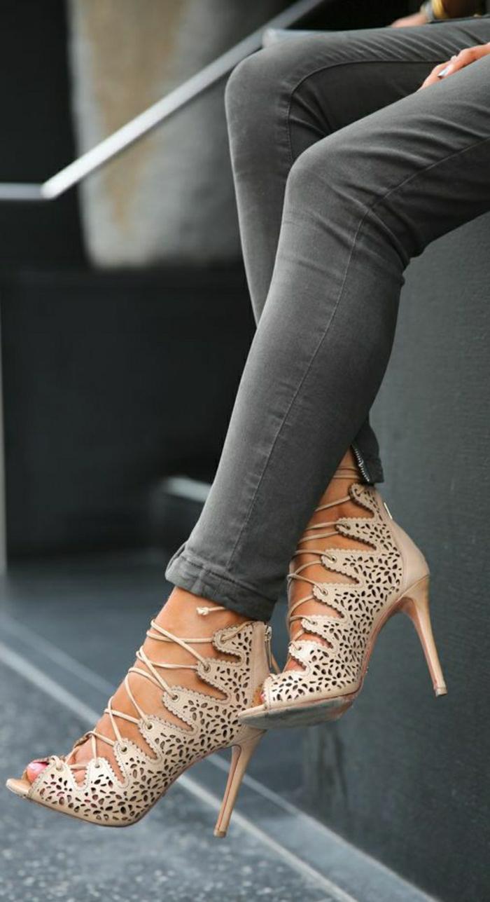 Sandalen-Absatz-Körperfarbe-Schnürband-Spitze-Imitation