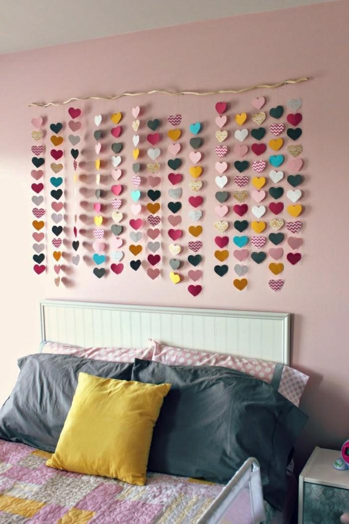 Schlafzimmer-Wanddekoration-hängende-Papierherzen
