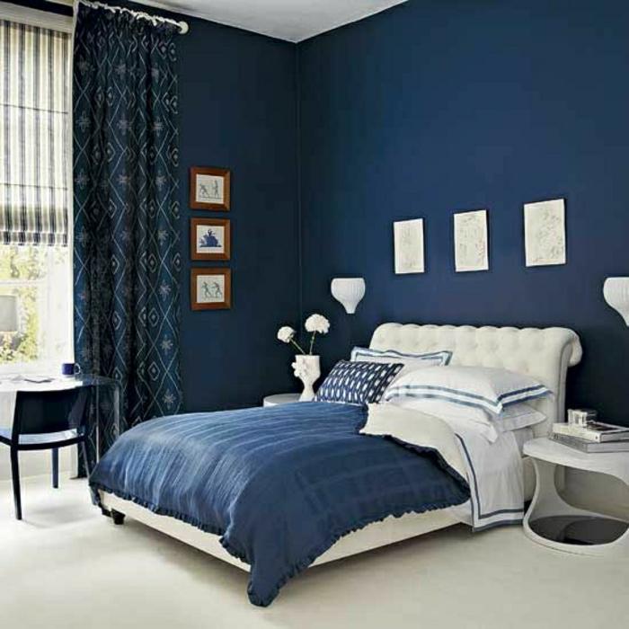 Schlafzimmer-blaue-gestaltung-dunkle-Vorhänge-weiße-Akzente