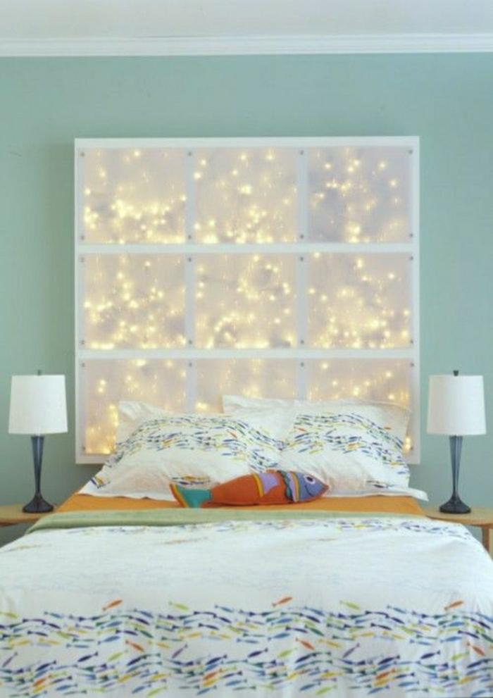 Schlafzimmer-bunte-Bettwäsche-Fisch-Kisse-Wanddekoration-Idee-Schnur-Lichter