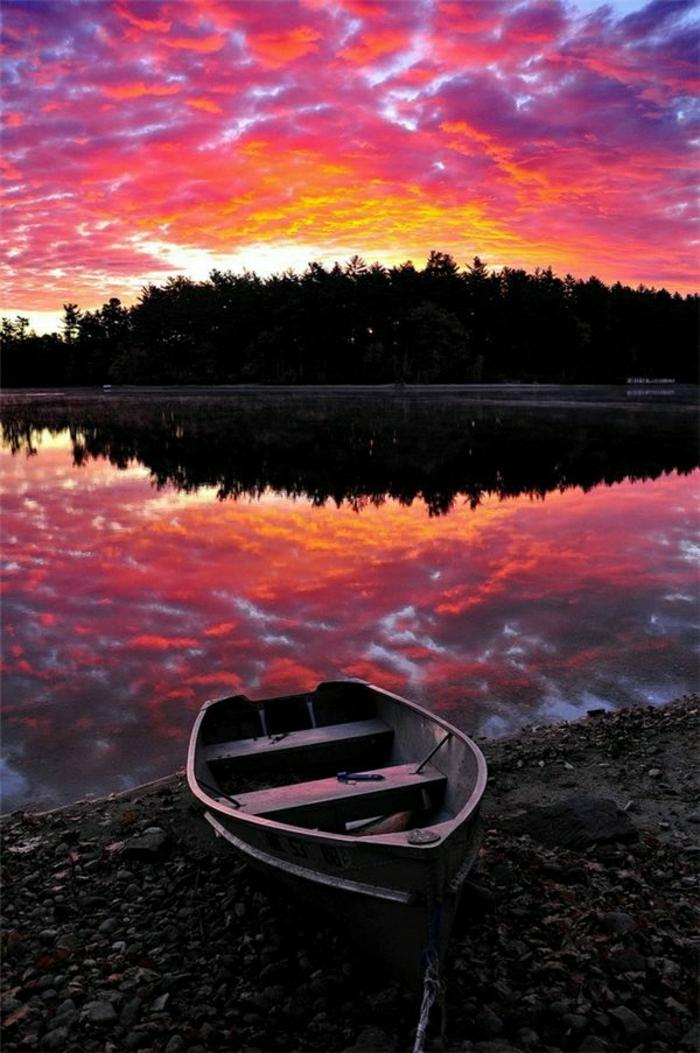 Sonnenuntergang-Bilder-Maine-Sonnenuntergang-grelle-Nuancen-schön-romantisch-Boot-See