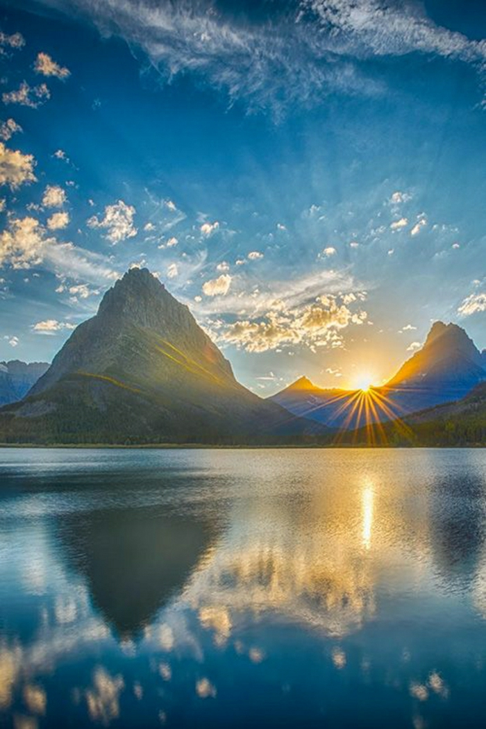 Sonnenuntergang-Gebirge-Swiftcurrent-See-Glacier-Nationalpark-Montana