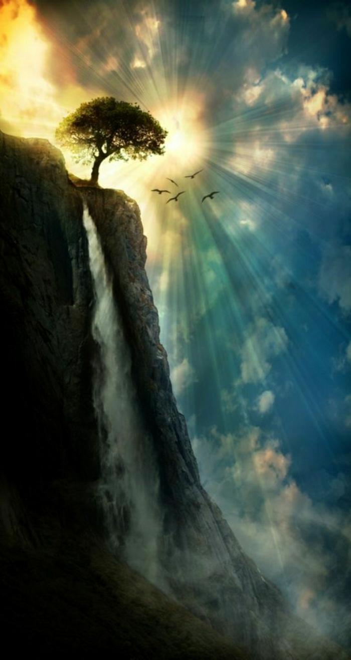 Sonnenuntergang-Himmel-Baum-Felsen-Wasserfall