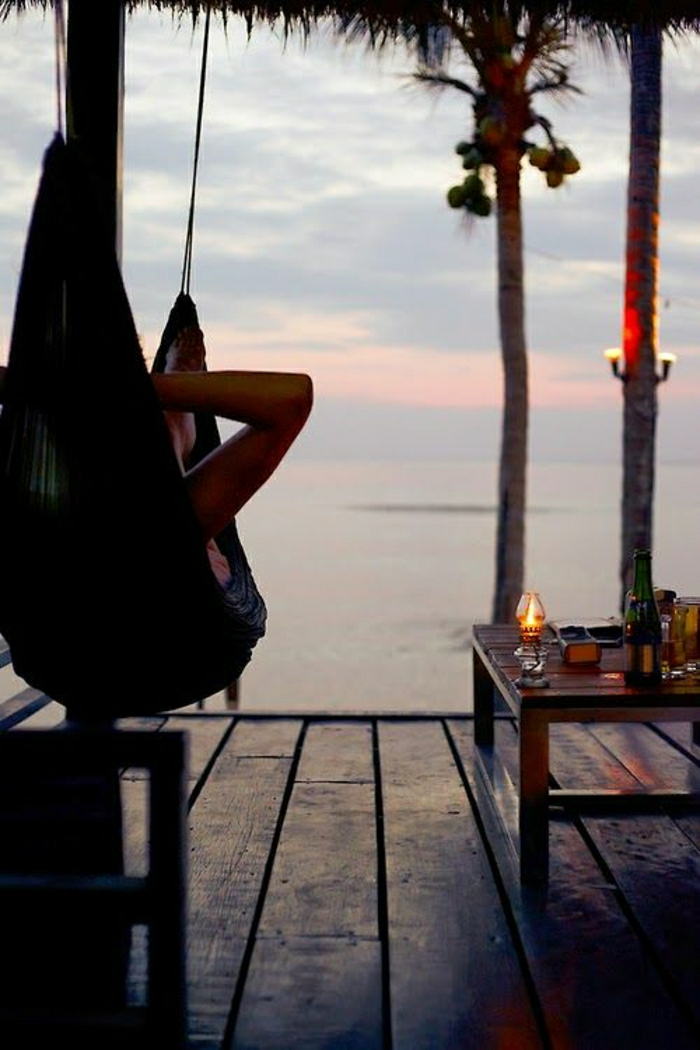 Sonnenuntergang-Strand-Meer-Palmen-Hängematte-Erholung-exotisch