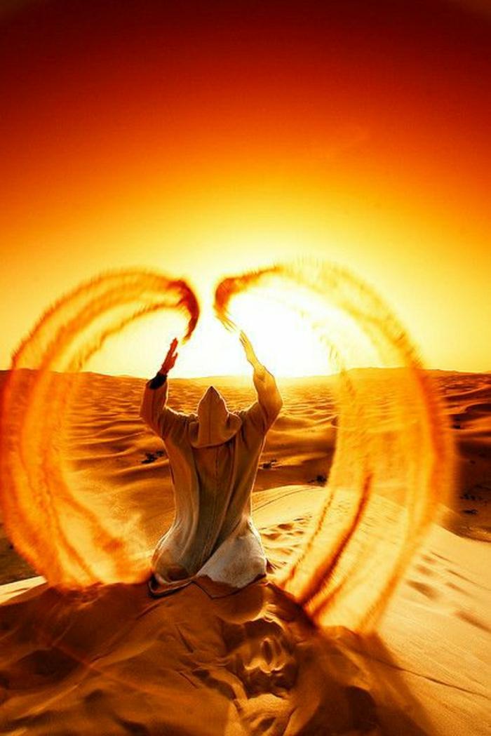 Sonnenuntergang-Wüste-Sand-Mann-Wellen