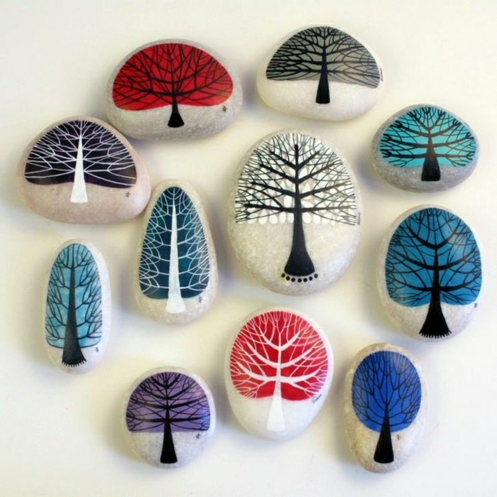 Steine-bemalt-Bäume-Zeichnungen-verschiedene-Farben