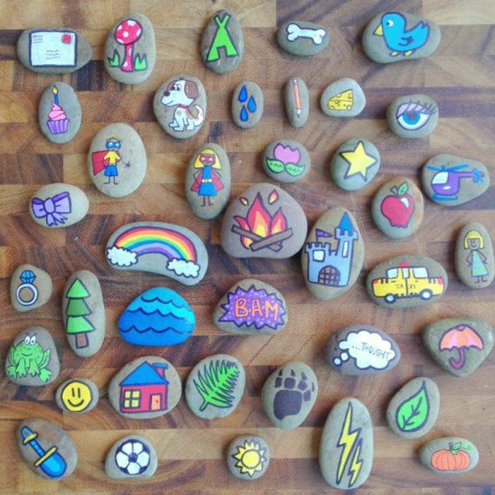 Steine-dekoriert-verschiedene-Zeichnungen-bemalt