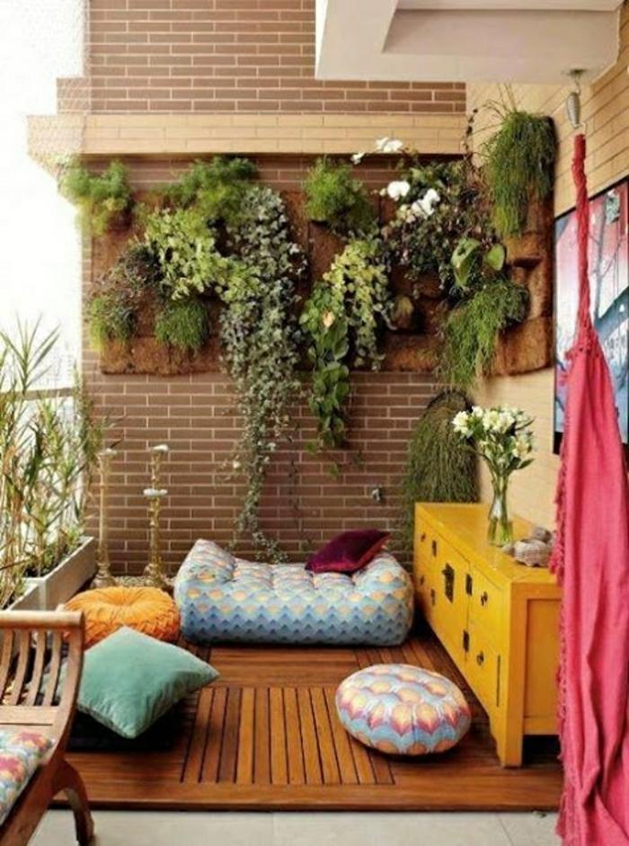 Terasse-Veranda-Yoga-Kissen-Pflanzen-gelbe-Kommode