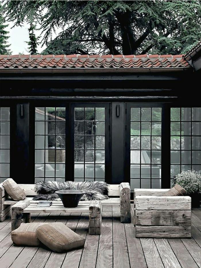Villa-Garten-Möbel-rustikal-Holz