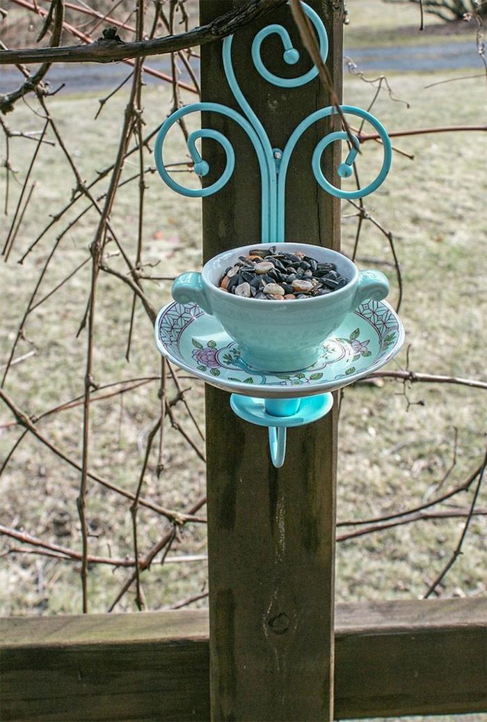 Vogelfütterer-Teetasse-Keramik-Metall-blau