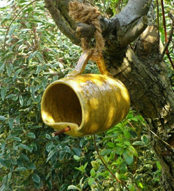 Vogelfütterer-keramische-Teetasse-Garten-Hof-Baum