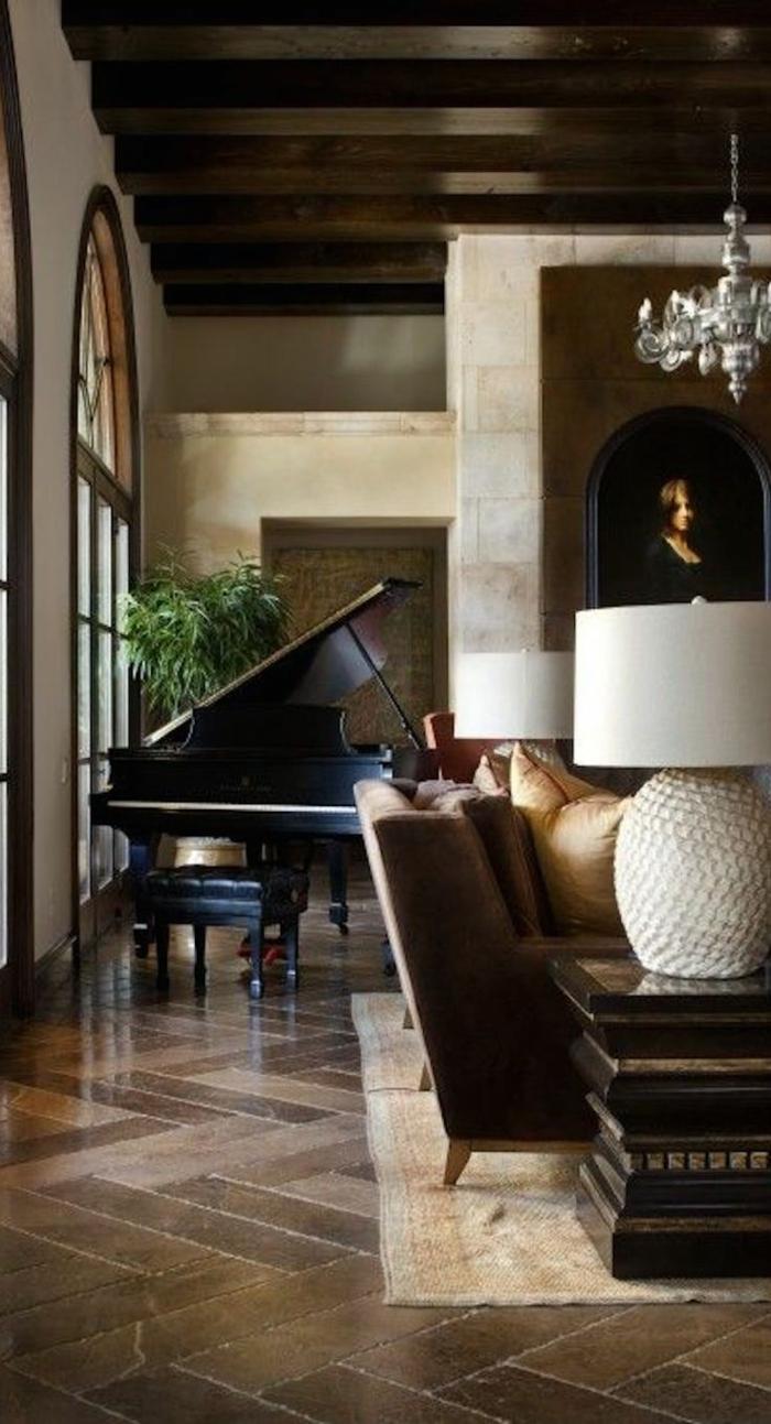 Wohnung-aristokratische-Atmosphäre-gemütlich-Flügel-Pflanze-Lampe-Sofa-Kissen
