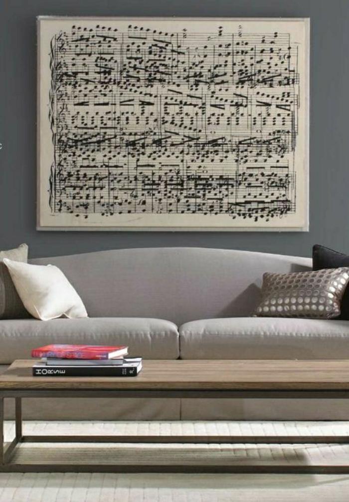 Wohnzimmer-elegantes-Design-beige-Sofa-Wanddeko-Bild-Partitur