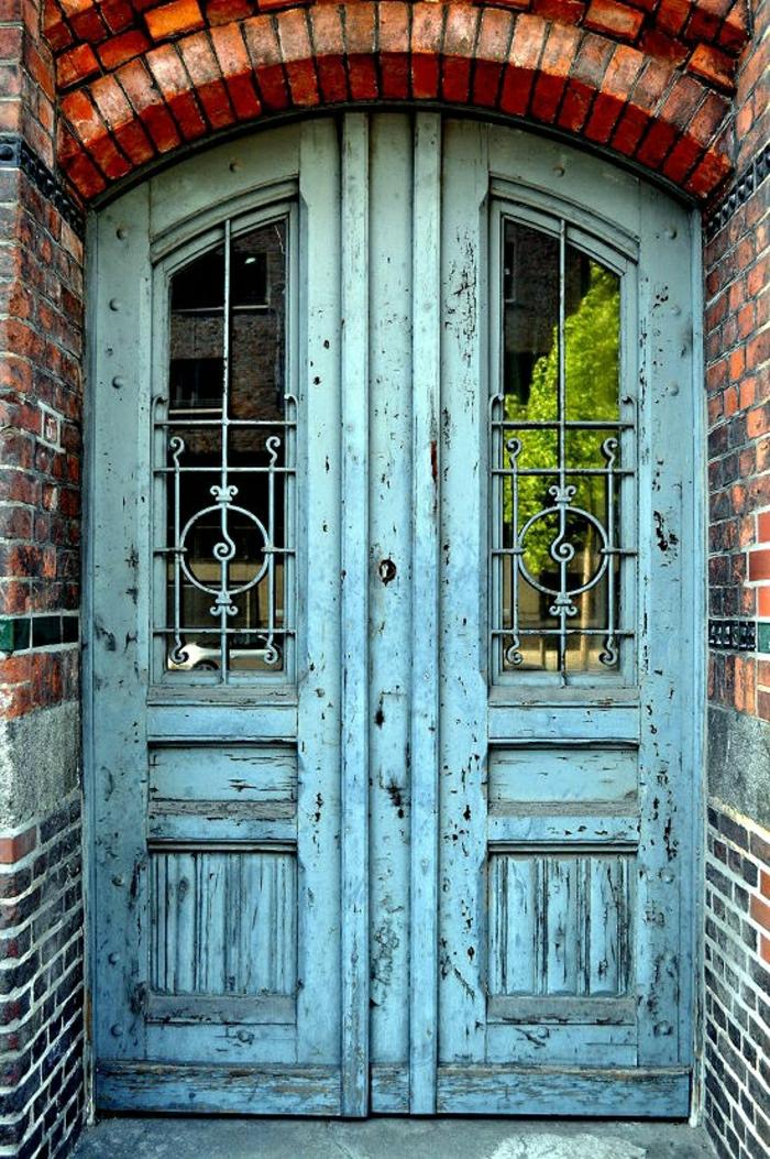 Ziegelhaus-Hamburg-alte-Haustür-vintage-türkis-Farbe