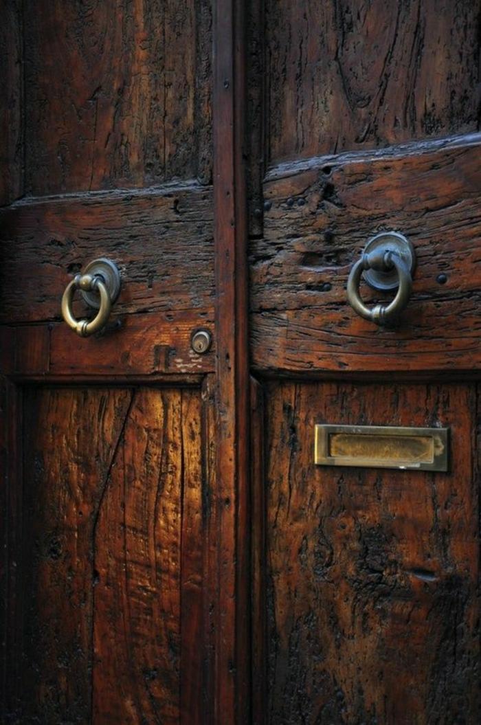 alte-Haustüren-Holz-Griff-Ringe-Metall