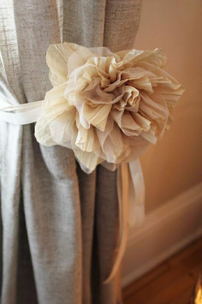 beige-Textil-Gardinen-Dekoration-Band-Rose