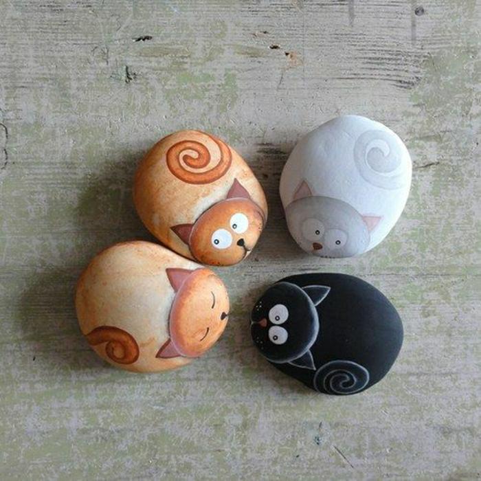 bemalte-Steine-Katzen-verschiedene-Farbschemen