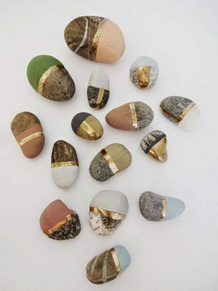 bemalte-Steine-zwei-Hälften-goldener-Streifen-Dekoration