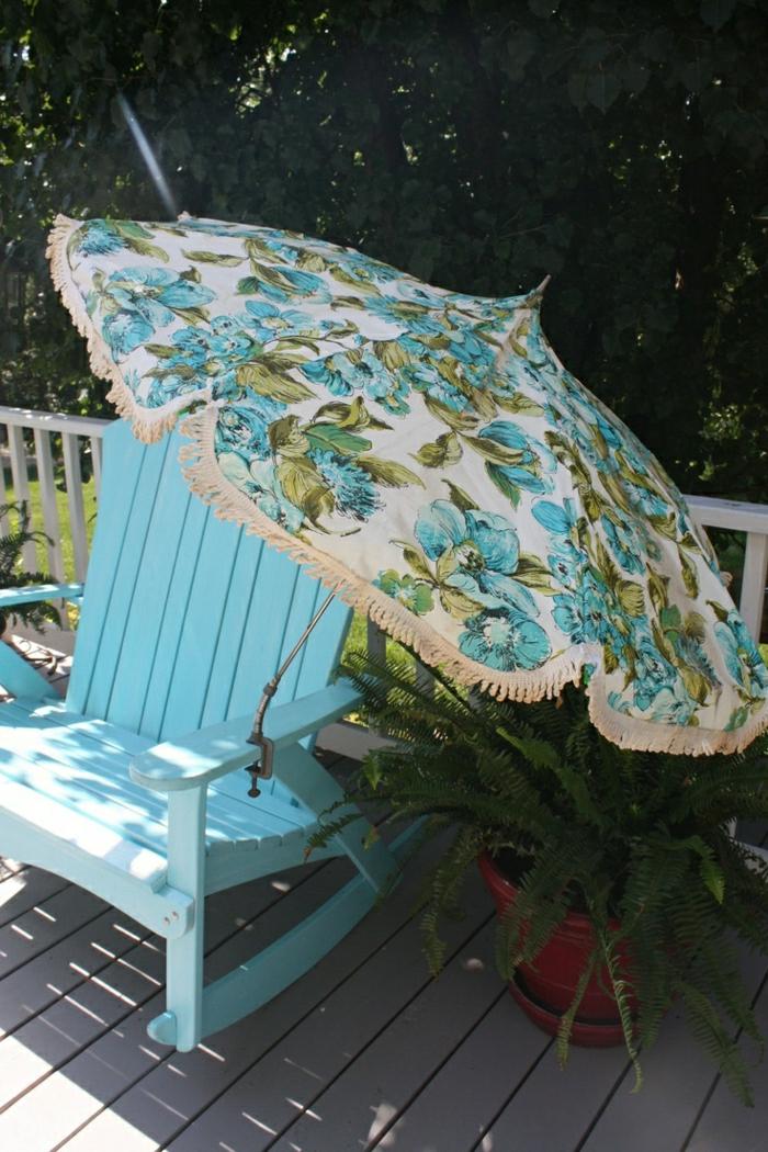 blauer-Stuhl-vintage-Gartenschirme-portables-Modell-für-Tisch-oder-Stuhl