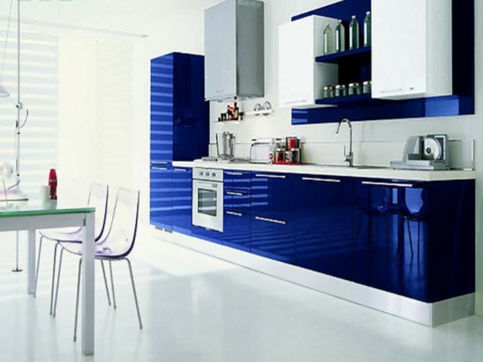 blaues-glas-coole-küche