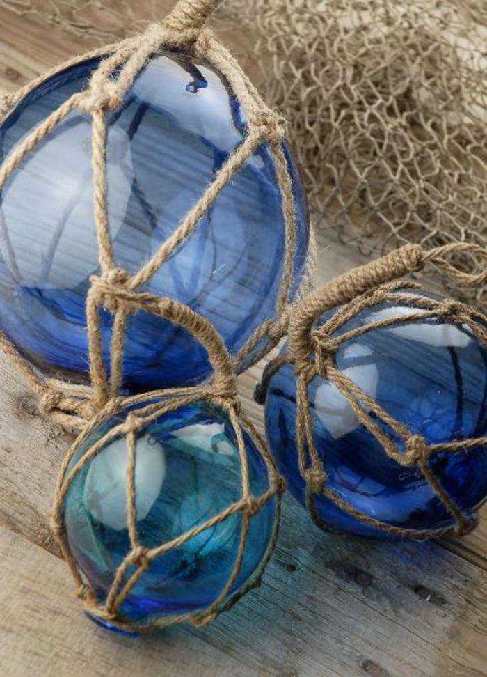Blaues glas als sch ne dekoration for Glas mit kugeln dekorieren