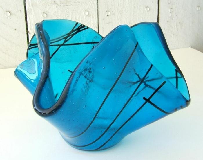 blaues-glas-sehr-toll-erscheinen
