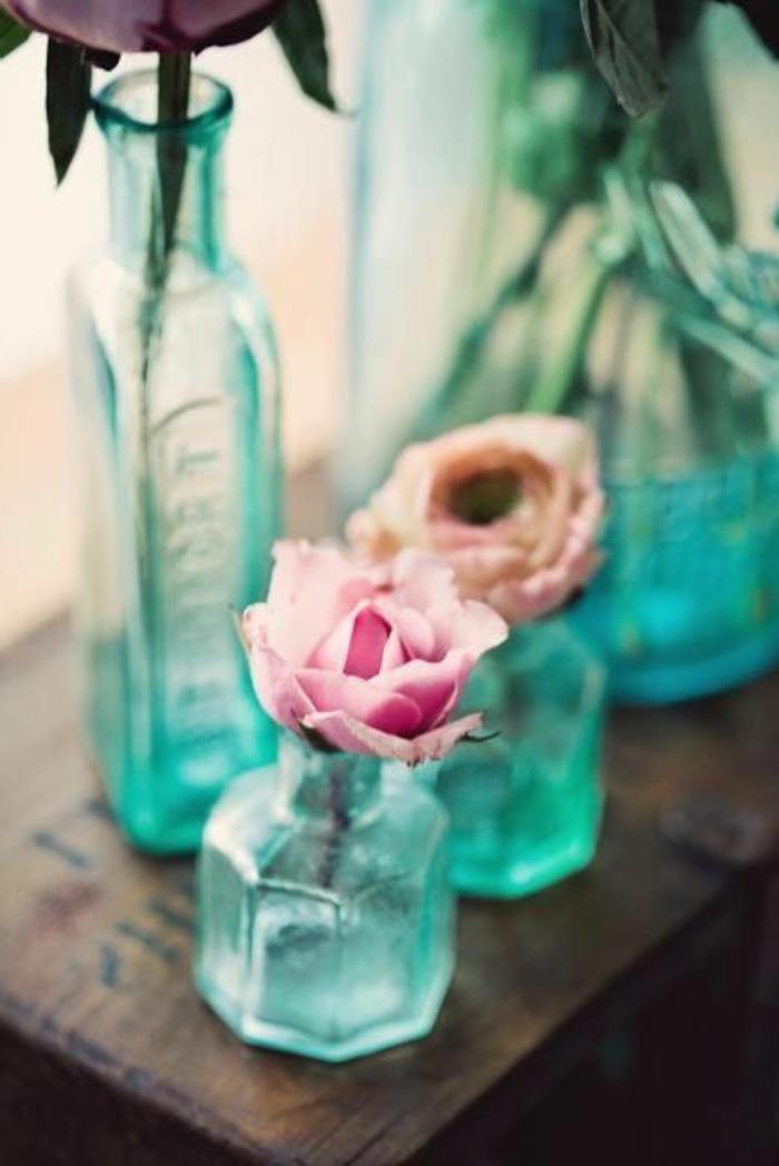 blaues-glas-viele-schöne-flaschen