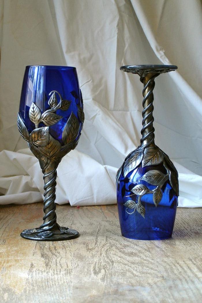 blaues-glas-zwei-herrliche-gläser-für-wein