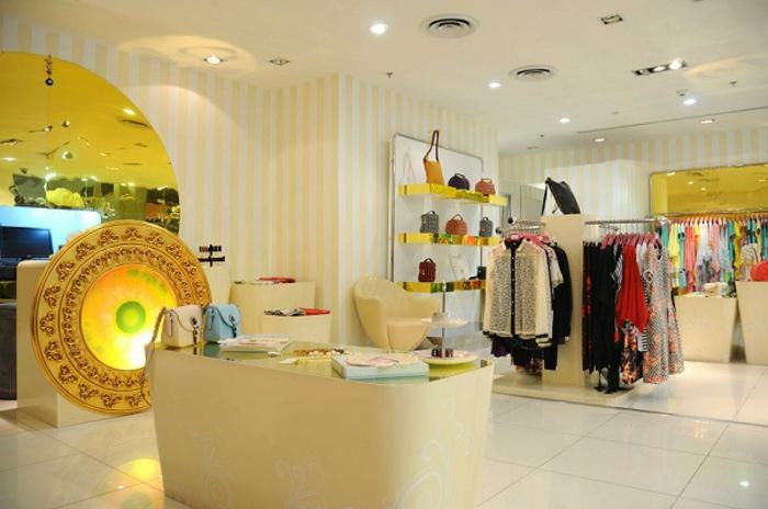 boutique-einrichten-helle-goldene-nuancen