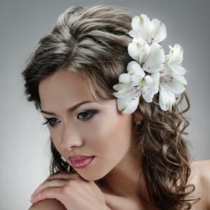 Brautfrisur mit Blumen: 44 einmalige Fotos!