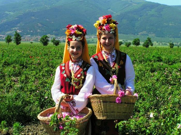 bulgarische-rose-zwei-junge-damen