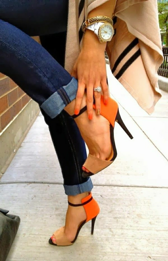 bunte-Sandalen-Absatz-beige-orange-schwarz-Velours-Jeans-Mantel