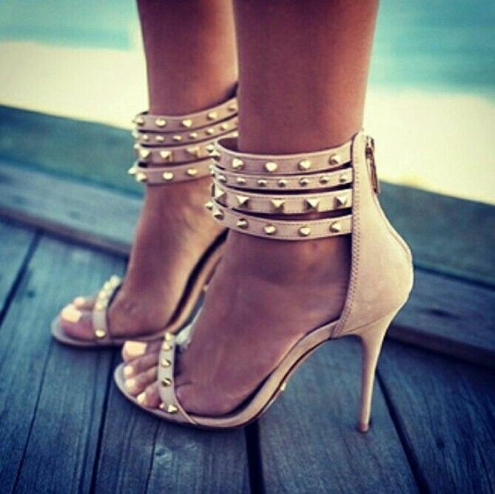 elegante-Sandalen-Absatz-Körperfarbe-Metall-Elemente