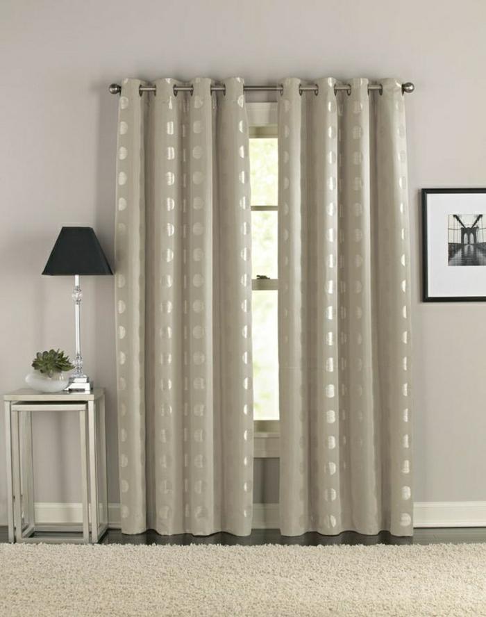flaumiger-Teppich-beige-elegante-Vorhänge-Satin-runden