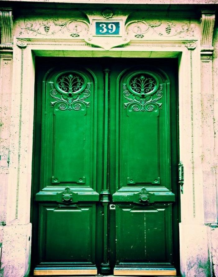 grüne-alte-Haustür-aristokratisch-vintage-schön