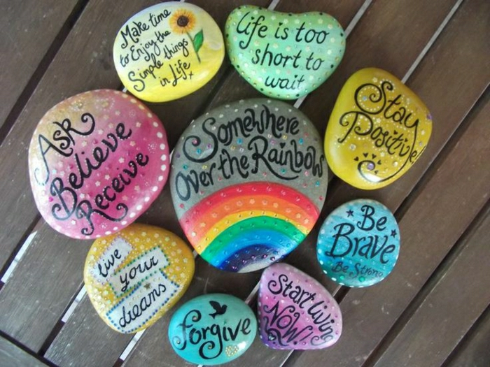 bemalte-Steine-Sprüche-Regenbogen-frische-Farbschemen