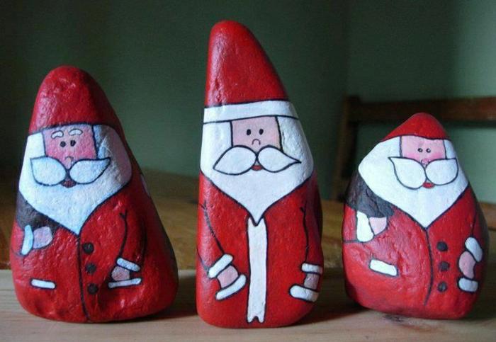 handgemalte-Steine-Weihnachtsmänner-kreative-Idee