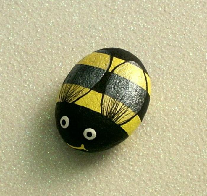 handgemalter-Stein-Biene-süß