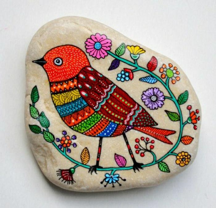 handgemalter-Stein-Vogel-Blumen-Zeichnung