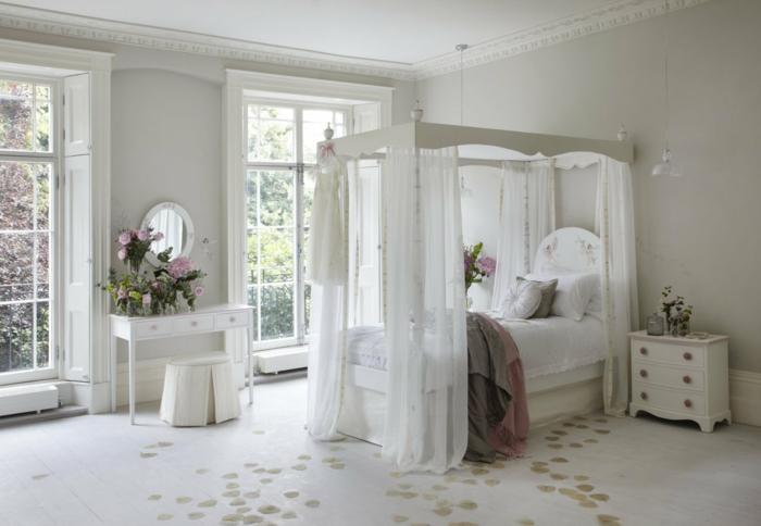 himmelbett-baldachin-alles-in-weiß