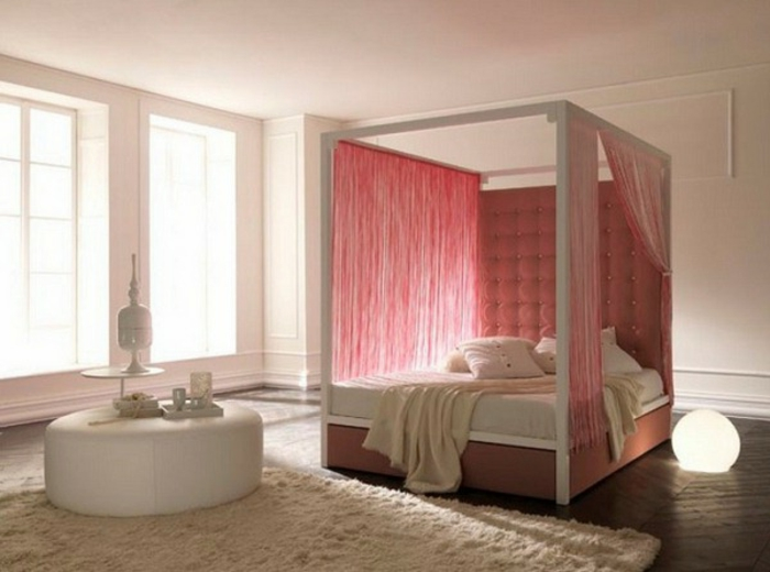 himmelbett-baldachin-attraktive-rosige-farbe