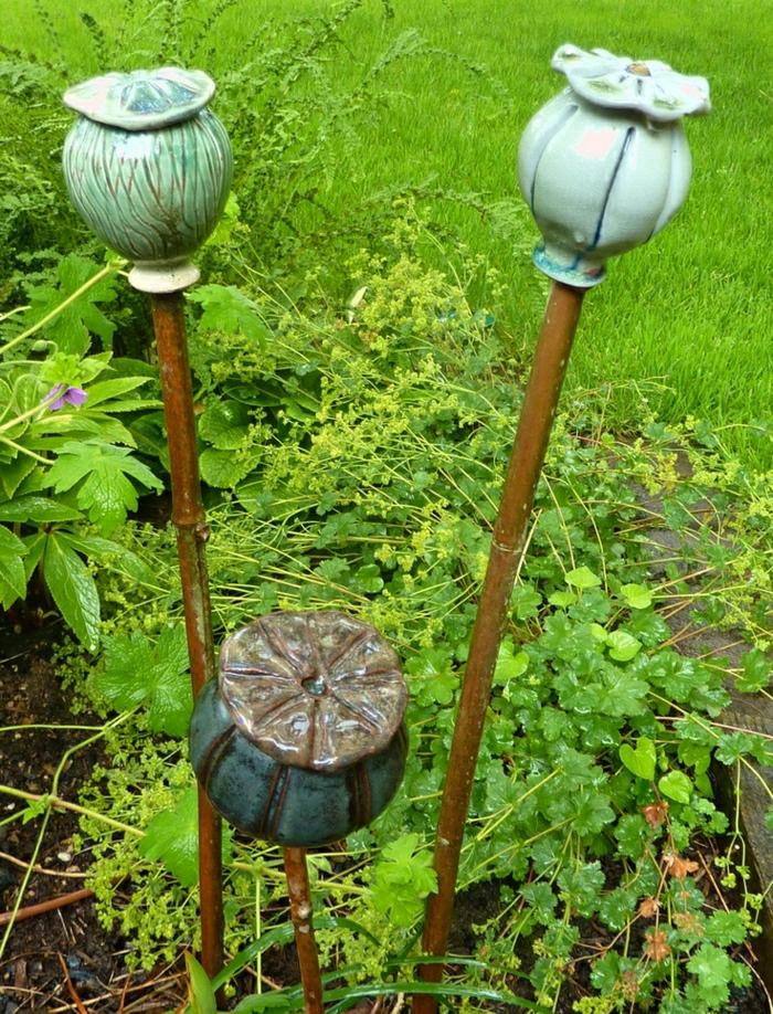 keramische-Töpfe-Stecken-Gras-Grün-Garten