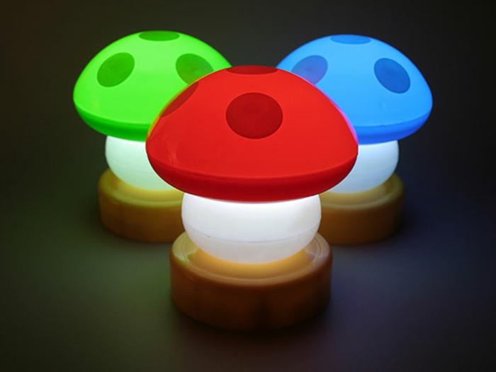 kreative-lampen-drei-bunte-pilzen